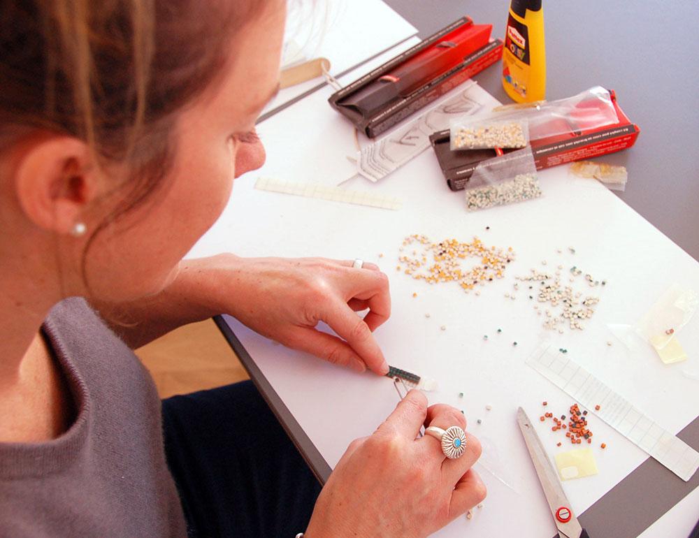 DIY Workshop mit Keramik Steine und Lederarmband